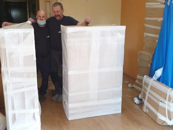 Embalaje y desmontaje vitrina salón para Guardamuebles - Mudanzas CrisMark
