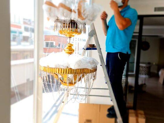 Embalaje lampara delicada salon - Mudanzas CrisMark